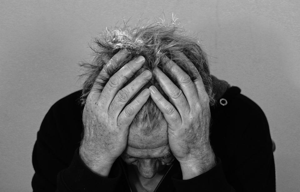I consigli degli psicologici per superare la morte di una persona cara
